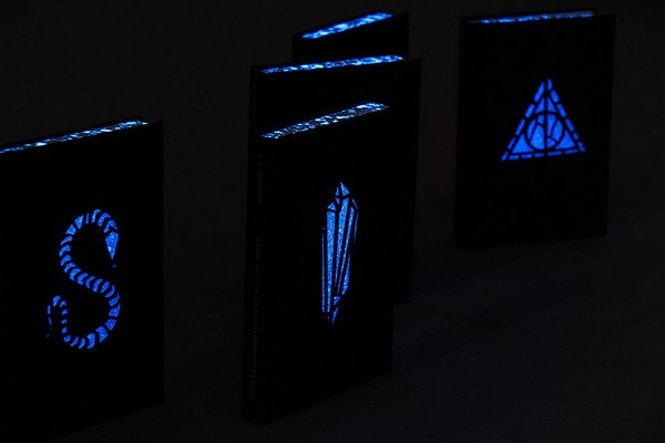 harry-potter-glowing-book